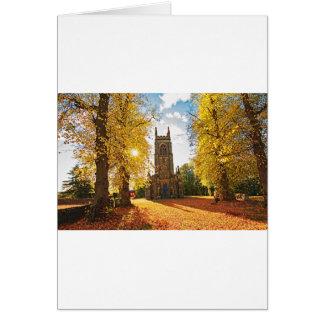Iglesia gótica vieja, escocesa en otoño tarjeta de felicitación