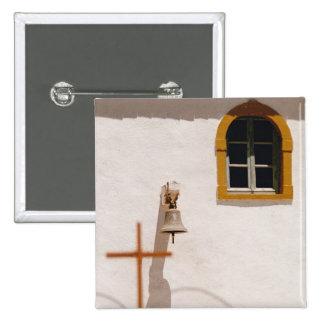 Iglesia griega con la cruz y Bell Paxos Pins