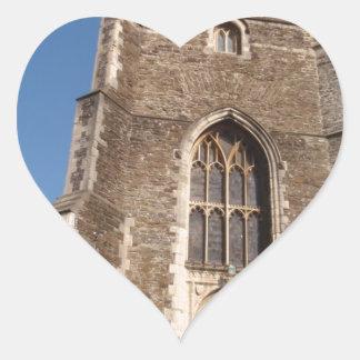 Iglesia histórica en Hastings Inglaterra Calcomanía De Corazón