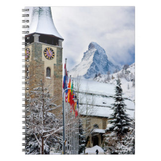 Iglesia hivernal con Cervino en fondo Libro De Apuntes Con Espiral