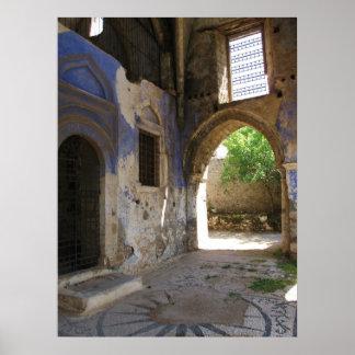 Iglesia ortodoxa griega arruinada en el POSTER de