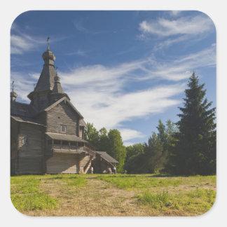 Iglesia ortodoxa rusa de madera 5 de Ttraditional Pegatina Cuadrada
