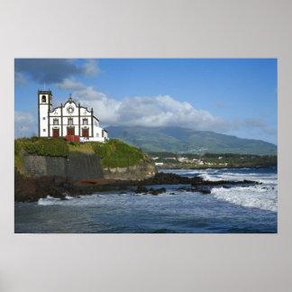 Iglesia por el mar póster