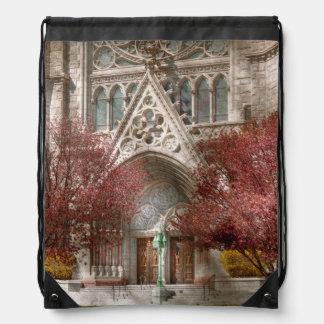 Iglesia - salmo uno a hablar con mochilas