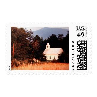 Iglesia vieja de la montaña del vintage sello