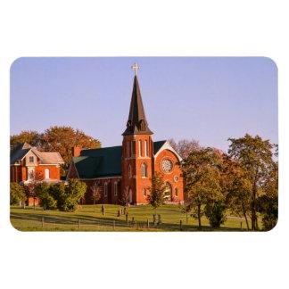Iglesia vieja del ladrillo imanes de vinilo