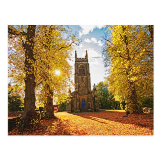 Iglesia vieja, escocesa en otoño tarjetas postales
