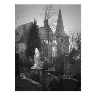 Iglesia y cementerio del pueblo postal