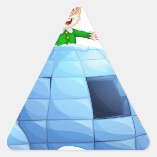 Iglú y duendes pegatina triangular