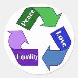 Igualdad del amor de la paz etiquetas redondas