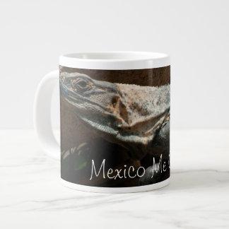Iguana curiosa; Recuerdo de México Taza Extra Grande