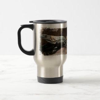 Iguana curiosa taza de café