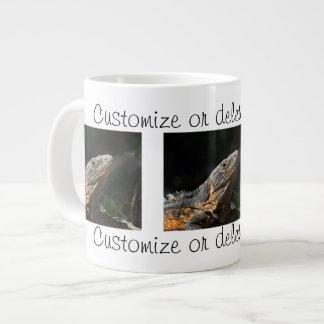 Iguana en el Sun; Personalizable Taza Extra Grande