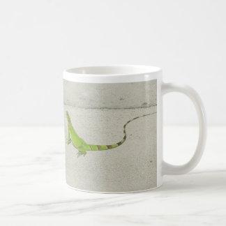 Iguana salvaje taza de café