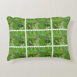 Iguana verde cojín decorativo