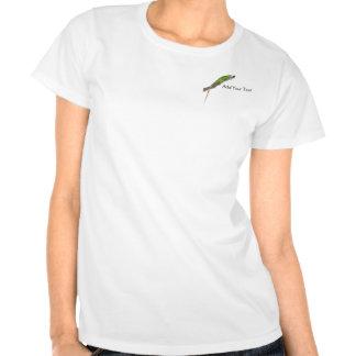 Iguana verde en la camiseta blanca