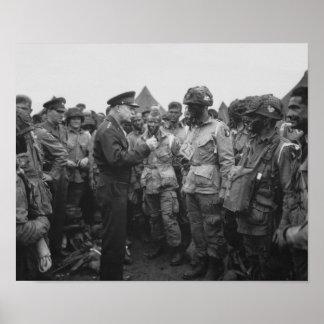 Ike que habla con aerotransportado en día D Posters