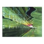 Iluminación de neón en el pasillo del aeropuerto d postales