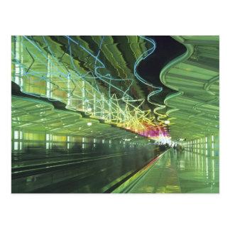 Iluminación de neón en el pasillo del aeropuerto postal