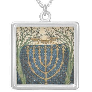 Iluminación de un menorah de joyerias personalizadas