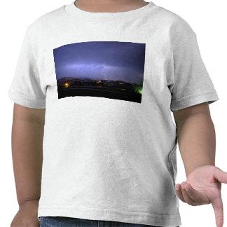 Iluminación encima de la noche camiseta