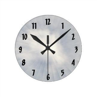 Ilusión de un reloj de pared de la nube