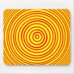 Ilusión óptica amarilla roja de Oddisphere Alfombrilla De Ratones
