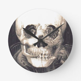 Ilusión óptica retra del amor del cráneo reloj redondo mediano