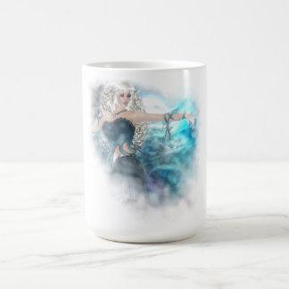 Ilustración de la sirena del cielo de la fantasía taza clásica