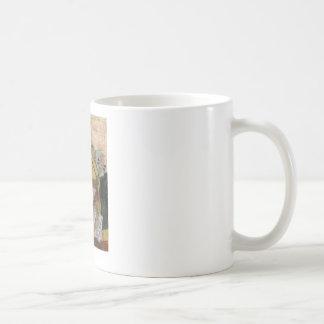 Ilustraciones creativas del detalle taza básica blanca