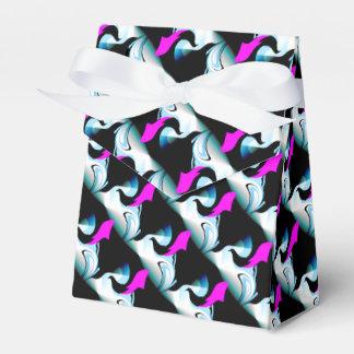 Ilustraciones de color de malva de los pescados y caja para regalo de boda