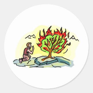 Ilustraciones del cristiano de Moses y de la zarza Etiqueta Redonda