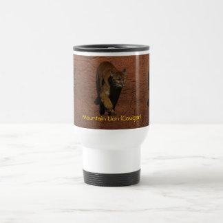 Ilustraciones del león de montaña del puma en una  taza de viaje de acero inoxidable