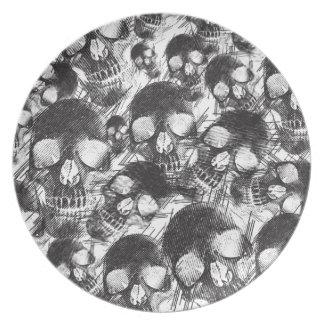 Ilustraciones incompletas de los cráneos plato para fiesta