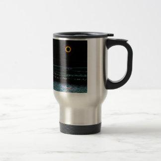 Ilustraciones negras de la puesta del sol taza térmica