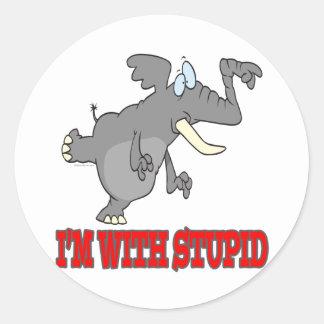 im con el elefante punteagudo divertido estúpido pegatina redonda