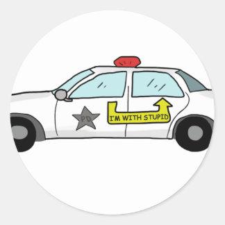 Im con el logotipo estúpido en el coche patrulla pegatina redonda