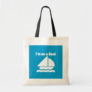 Im divertido en un barco empaqueta bolsas de mano