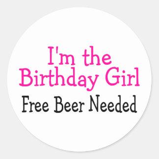 Im la cerveza libre del chica del cumpleaños pegatina redonda