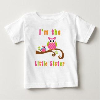 Im los búhos rosados lindos de la pequeña hermana playera de bebé