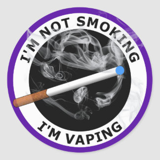 I'M NOT SMOKING I'M VAPING CLASSIC ROUND STICKER