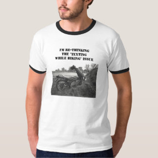 """""""I'M RE-THINKING THE 'TEXTING WHILE BIKING' ISSUE"""" T-Shirt"""