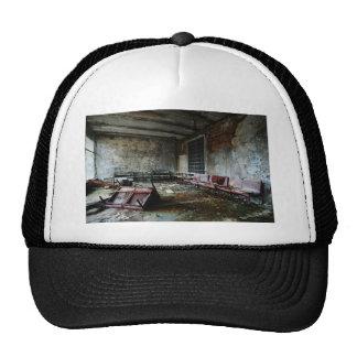 Im Wartesaal des Zerfalls Mesh Hat