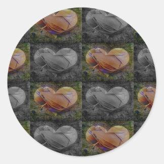 Imagen a cuadros del corazón en melocotón y gris pegatina redonda