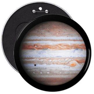 Imagen AUMENTADA de la NASA del flyby de Júpiter Pin Redondo De 6 Pulgadas