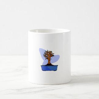 Imagen azul arreglada bonsais del gráfico del pote taza básica blanca