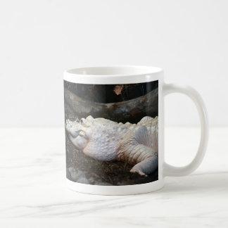 imagen blanca del estilo de la acuarela del cocodr taza de café