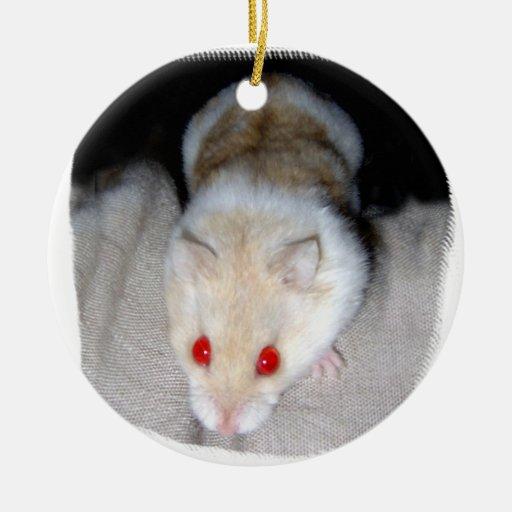 Imagen blanca y rubia del hámster del albino adorno navideño redondo de cerámica
