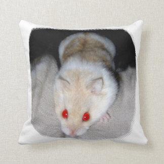 Imagen blanca y rubia del hámster del albino cojín