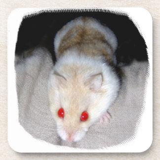 Imagen blanca y rubia del hámster del albino posavaso